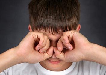 Из-за чего может возникнуть зуд в глазах?